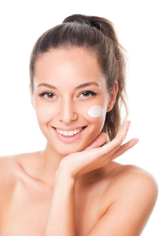 bc4463d839fcb Diversos cuidados são necessários para garantir a eficácia e maior tempo de  permanência do protetor solar na pele.