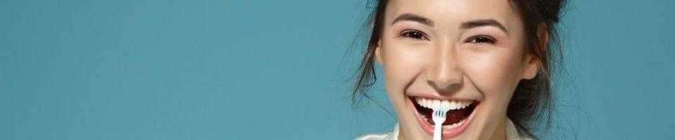 04eb8bd3d3 Por mais que os dentistas reforcem sempre a importância de uma boa  escovação dental para a saúde geral da população, são poucos os adultos e  crianças que ...